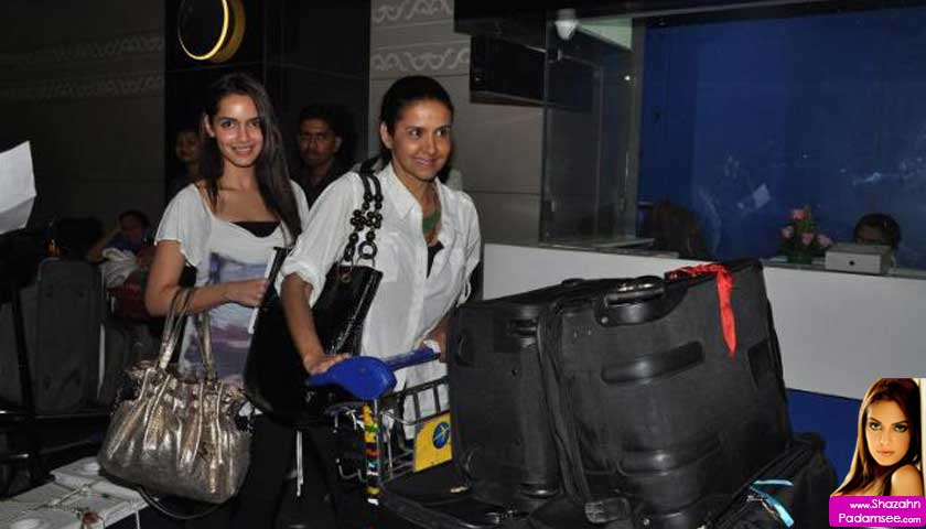 Shazahn Padamsee with mom Sharon Prabhakar at Mumbai airport leaving for IIFA 2012