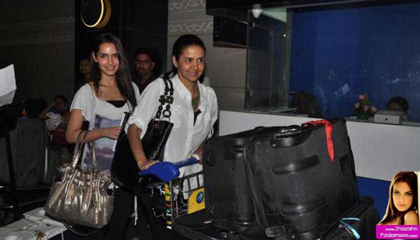 Shazahn Padamsee with mom Sharon Prabhakar at Mumbai airport leaving for IIFA 2012
