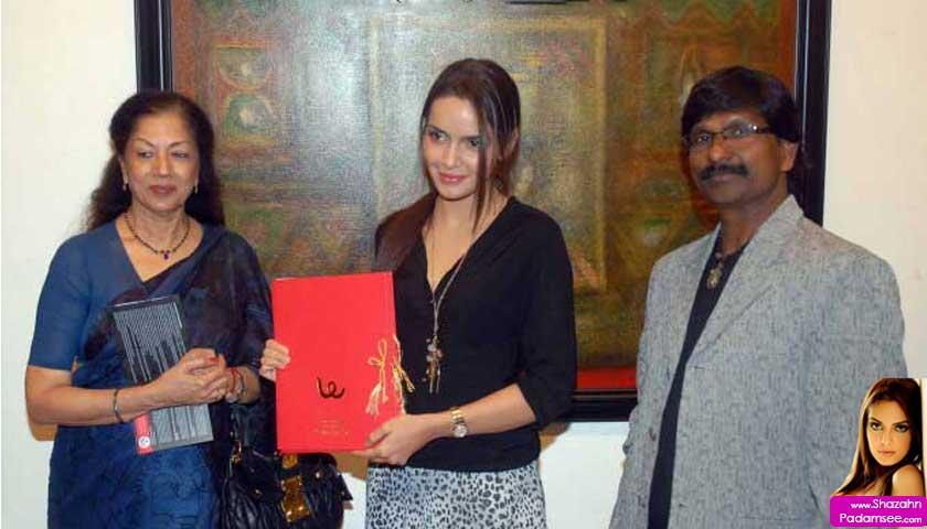 Shazahn Padamsee inaugurating a painting exhibition